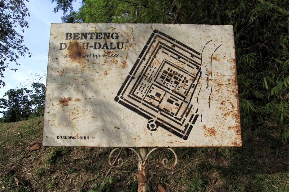 Benteng Tujuh Lapis: Jejak Keg...