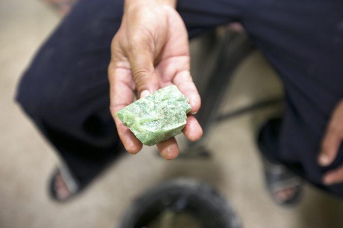 Batu Sungai Dareh: Giok Sumatera dari Dharmasraya ...