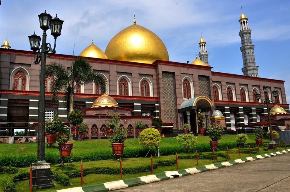 Masjid Kubah Emas Dian Al Mahri Depok: Taj Mahal Indonesia dengan Kubah  Berkilauan | Traverse.id